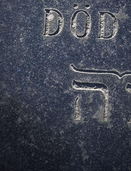 Död skrivet på en gravsten